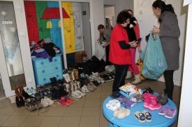 Consegnate scarpe e medicinali del Coro di Codissago